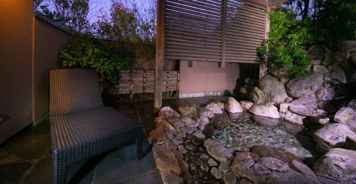 離れ13棟 14室の客室すべてに専用の湯処
