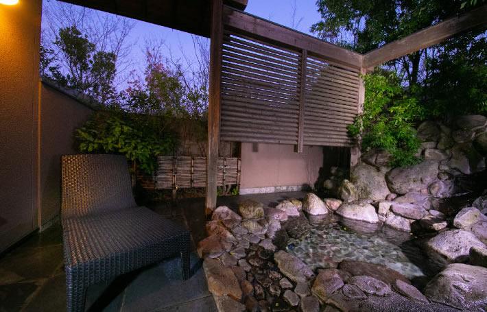 温泉 木蓮 岩露天風呂