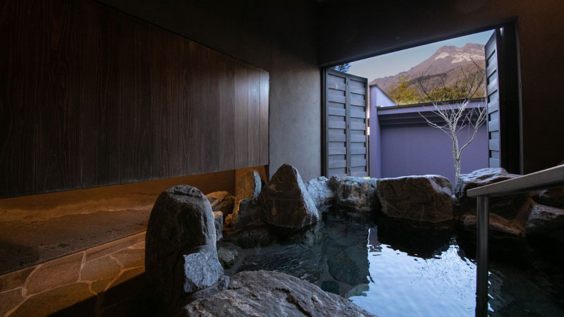 Playful hot spring for your utmost relaxation