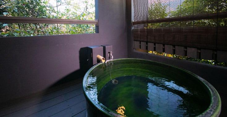 所有14棟獨立式客房均設有專用溫泉浴池